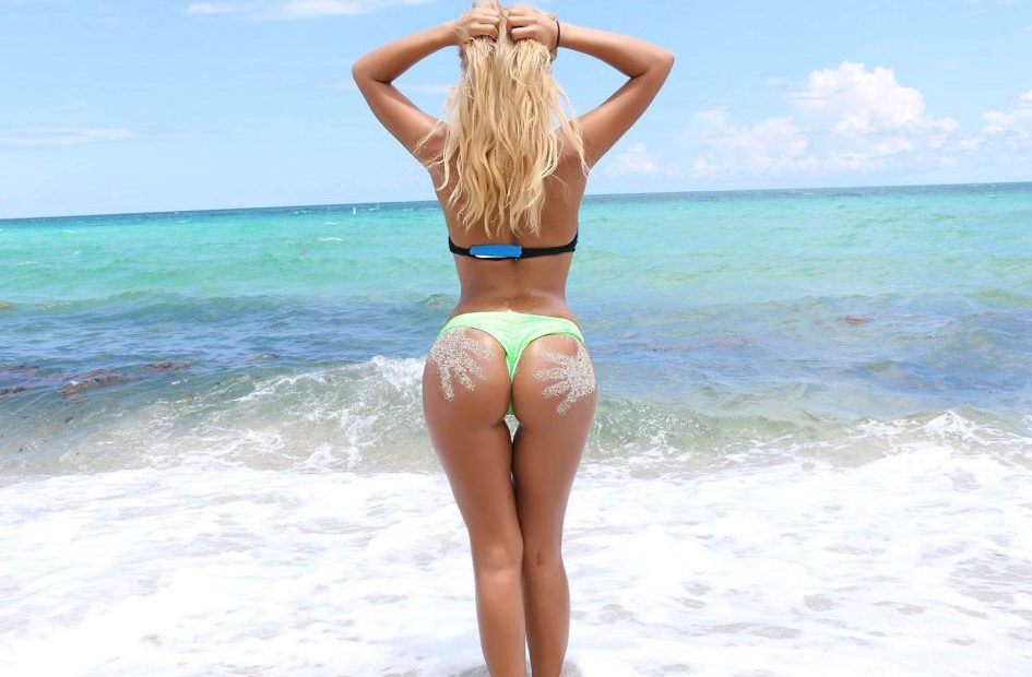 Messy ass girl on the beach